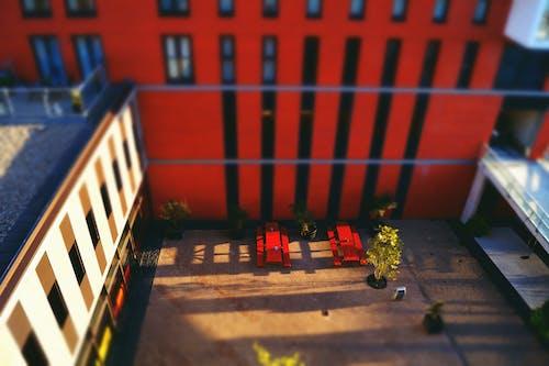 Foto d'estoc gratuïta de alba, apartaments, arquitectura, bancs