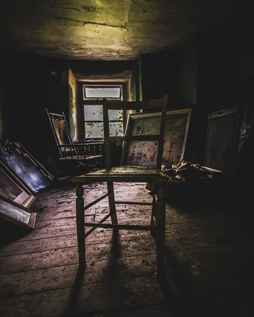 iskemle, kentsel, terk edilmiş içeren Ücretsiz stok fotoğraf