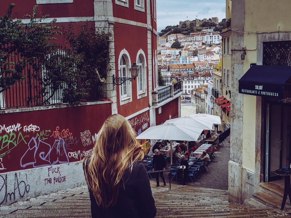 arquitectura, cabells rossos, carrer