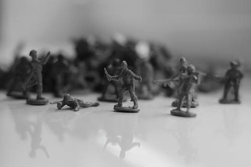 アクション, おもちゃの兵隊, グレースケール, ぼかしの無料の写真素材
