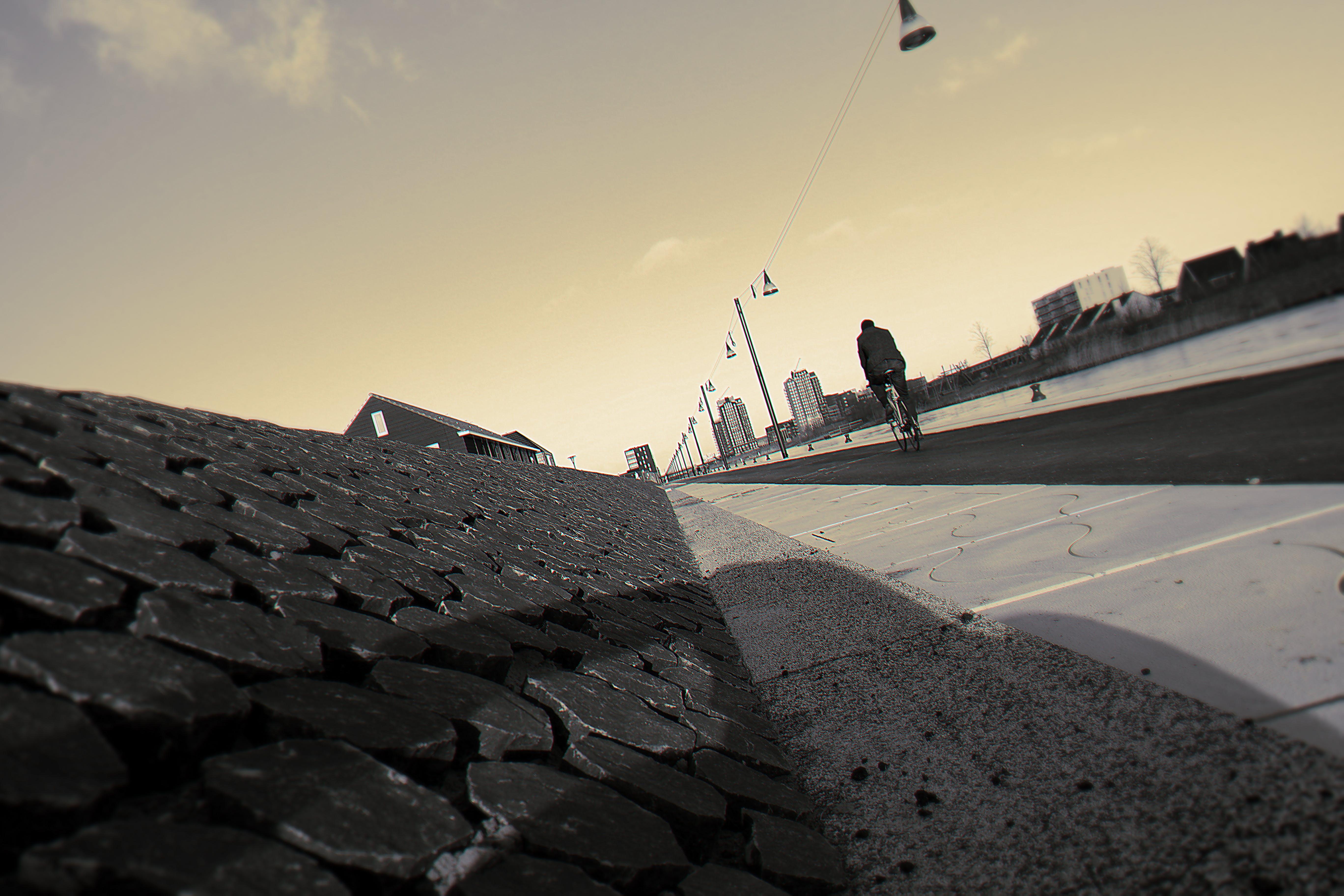 Kostenloses Stock Foto zu architektur, aufnahme von unten, bürgersteig, dämmerung