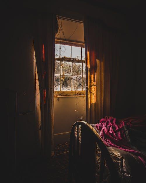 Gratis lagerfoto af bygning, seng, sollys