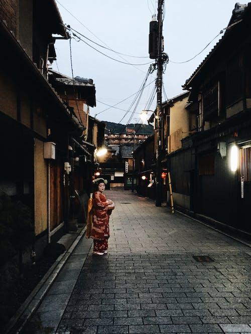 Základová fotografie zdarma na téma budova, dáma, gejša, holka