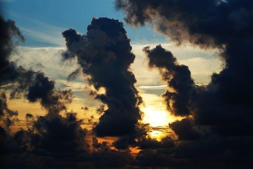 açık, akşam, arkadan aydınlatılmış, bulutlar içeren Ücretsiz stok fotoğraf
