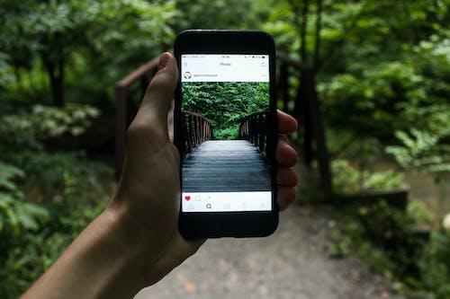 Fotobanka sbezplatnými fotkami na tému dômyselný prístroj, dotyková obrazovka, Instagram, iPhone