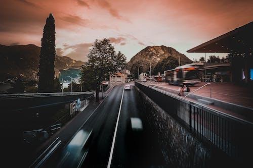 Foto profissional grátis de alvorecer, automóveis, estrada, exposição longa