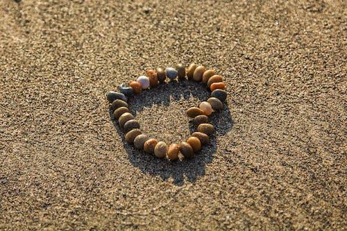 Бесплатное стоковое фото с галька, камни, песок, сердце