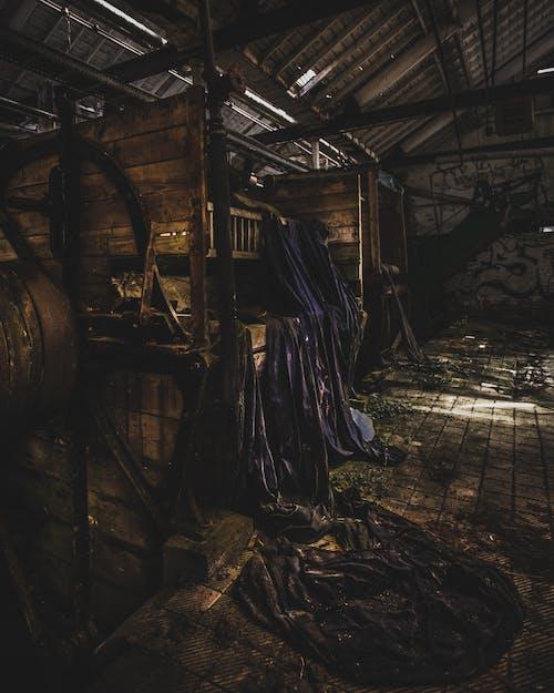 Fotos de stock gratuitas de abandonado, adentro, almacén, de madera