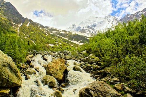 Imagine de stoc gratuită din munți acoperiți de zăpadă, nori, pietre
