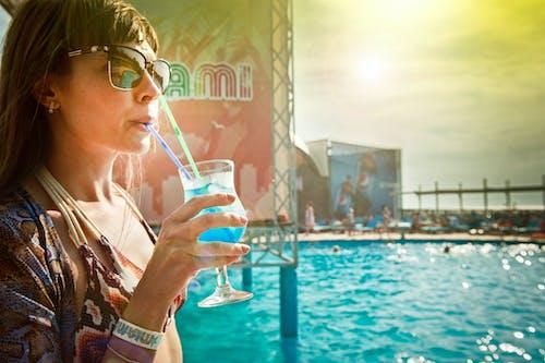 Foto d'estoc gratuïta de aigua, blau, canya, còctel