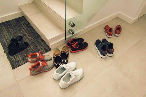 Ảnh lưu trữ miễn phí về cầu thang, cùng với nhau, gặp gỡ, giày thể thao
