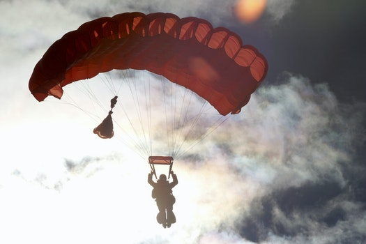 Lizenzfreie Bilder zu himmel, sonnenuntergang, person, fliegen