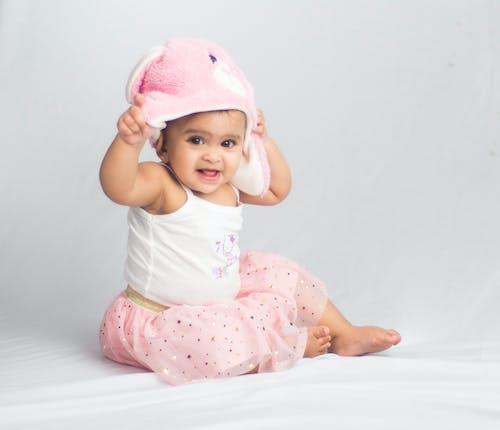 Foto stok gratis bayi, gadis cantik, latar belakang putih