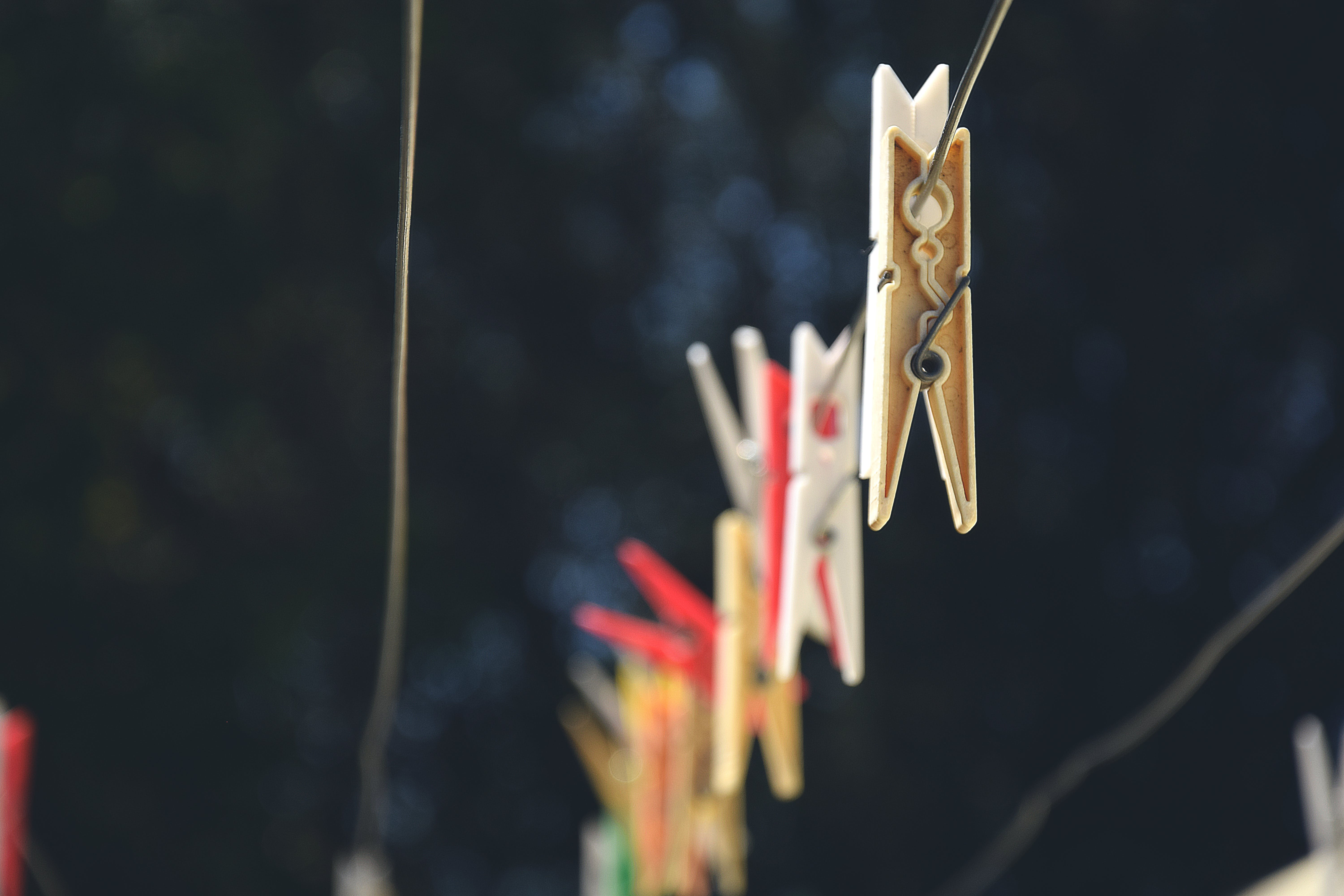 clothesline, clothespins, depth of field