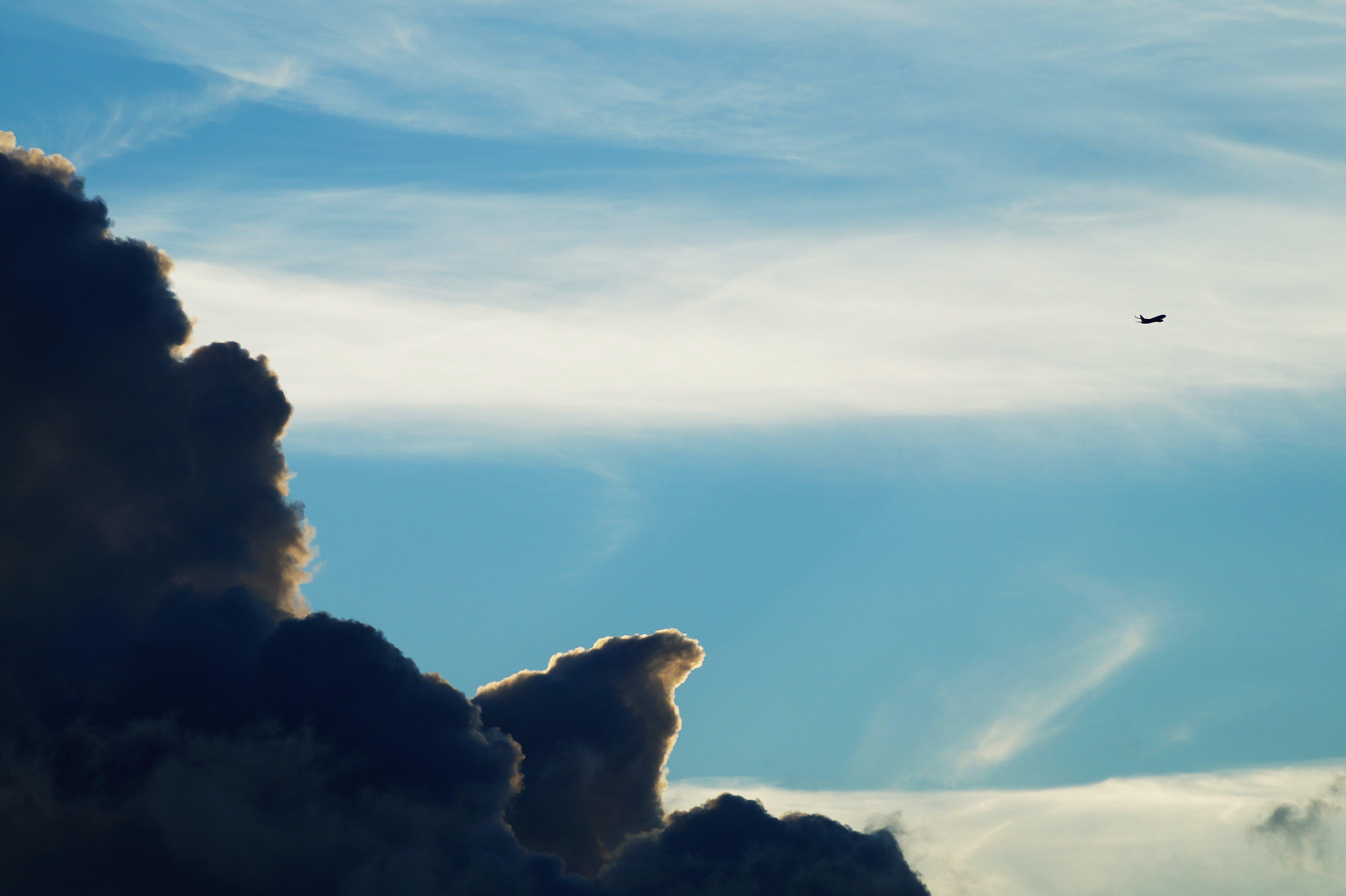 Kostenloses Stock Foto zu dämmerung, flug, flugzeug, himmel