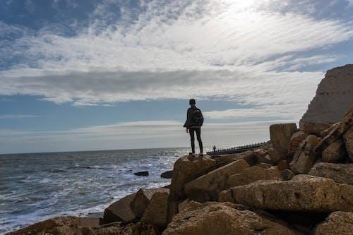 人, 多雲的天空, 天性, 岩石 的 免费素材照片