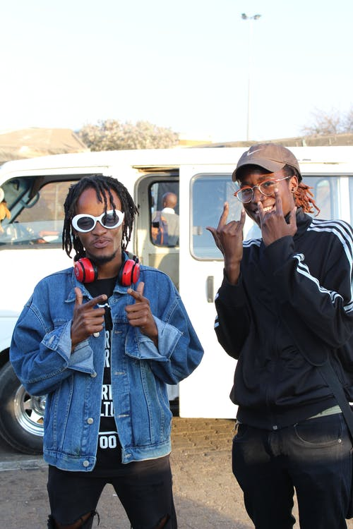 Ingyenes stockfotó afrikai férfiak, arckifejezés, autó, barátok témában