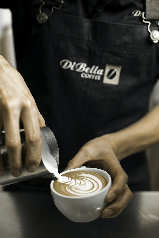 Kostenloses Stock Foto zu essen, mann, hände, koffein