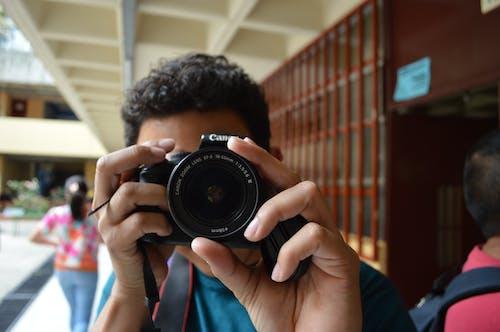 Gratis arkivbilde med canon, digitalt speilreflekskamera, fotograf, kamera