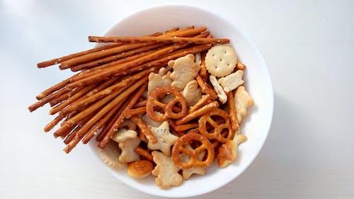 Gratis stockfoto met chips, eten, fastfood, wit bureaublad