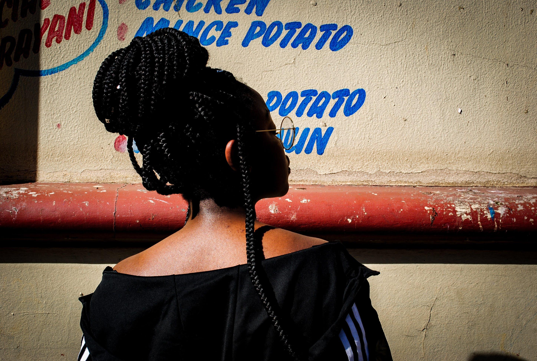 Foto d'estoc gratuïta de Àfrica, ciutat, jersei, negre