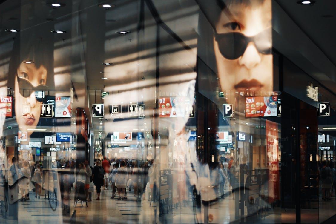 asiatisk kvinne, boutique, glass