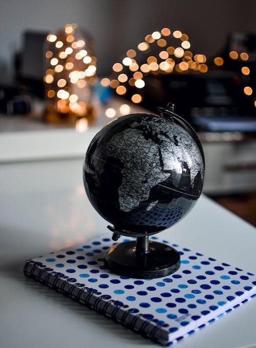 Kostnadsfri bild av anteckningsbok, inomhus, jorden, klot