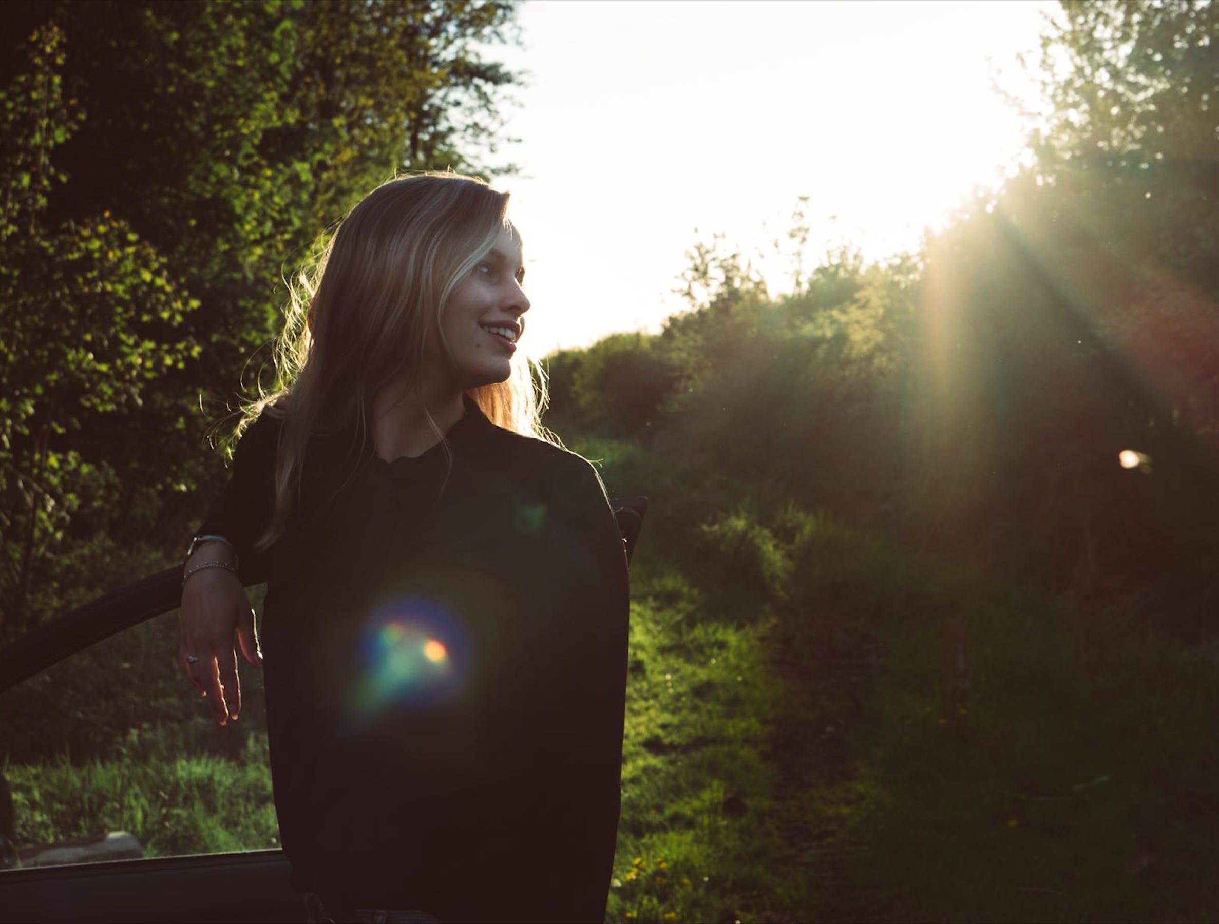 Foto profissional grátis de adulto, alegria, amor, brilho do sol