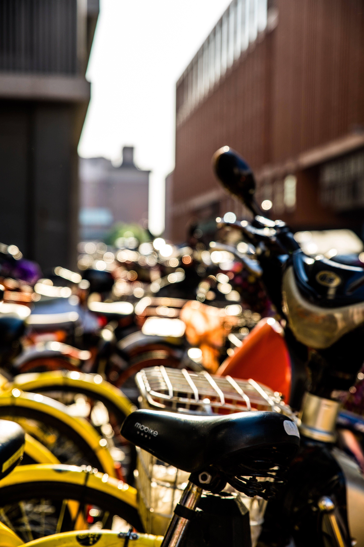 Бесплатное стоковое фото с Велосипеды, город, дневной свет, колесо