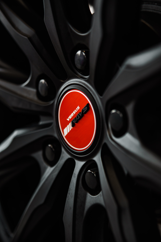 Closeup Photo of Versus Rays Wheel