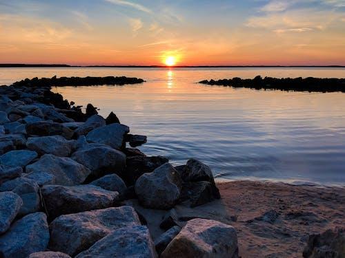 Darmowe zdjęcie z galerii z idylliczny, kamienie, malowniczy, morze