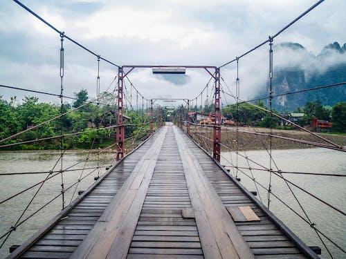 Безкоштовне стокове фото на тему «інфраструктура, будівля, вода, гора»