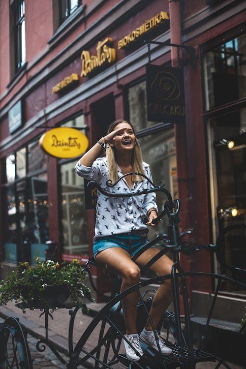 Безкоштовне стокове фото на тему «їзда на велосипеді, бавовна, Будівля, вродлива»