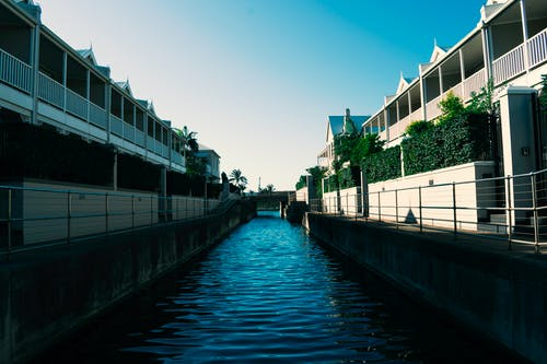 Free stock photo of architecture, blue, buildings, canal