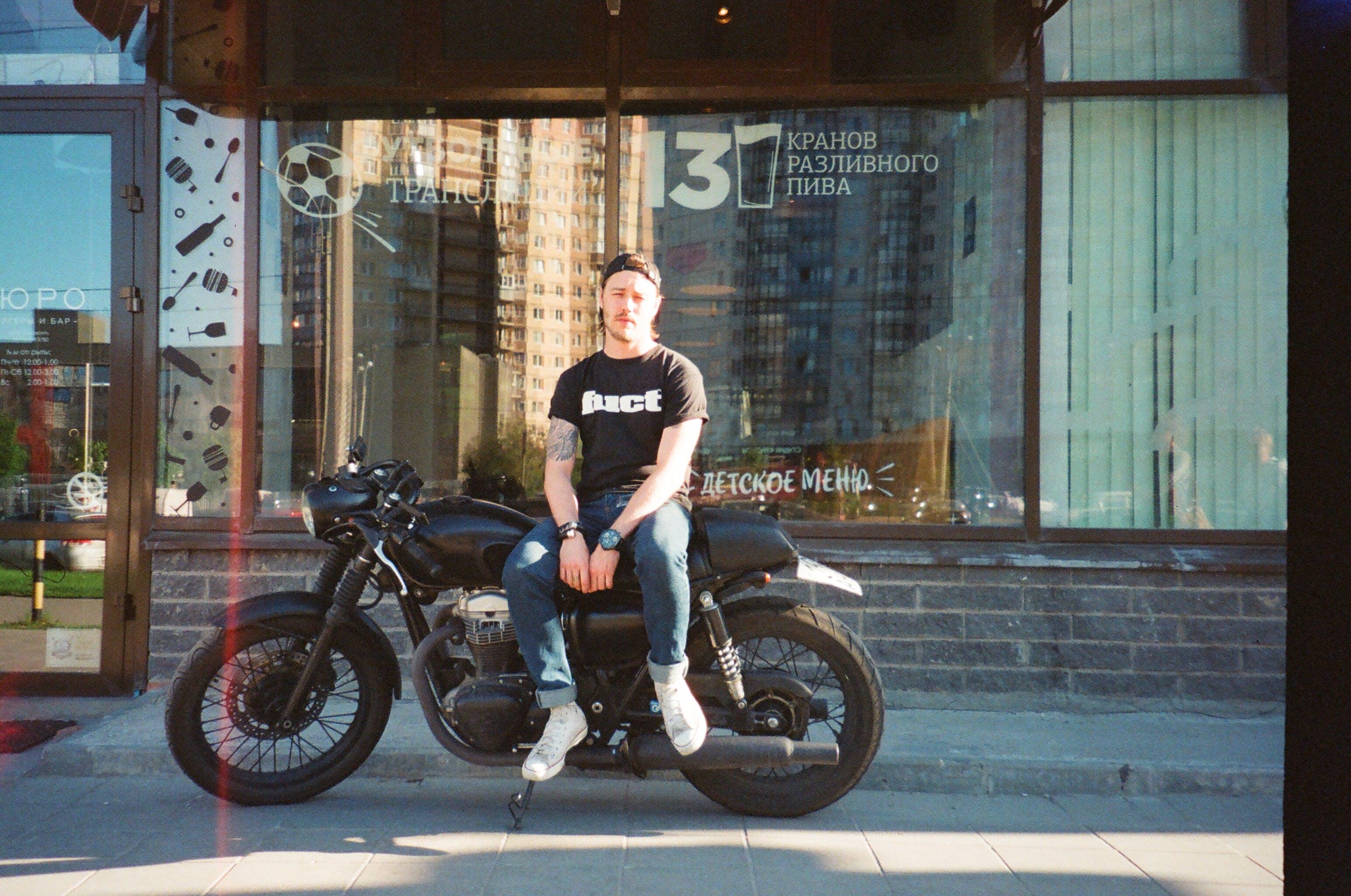 adam, araç, bisikletçi, kaldırım içeren Ücretsiz stok fotoğraf