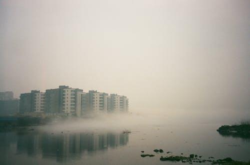 シティ, ミスト, 反射, 建物の無料の写真素材