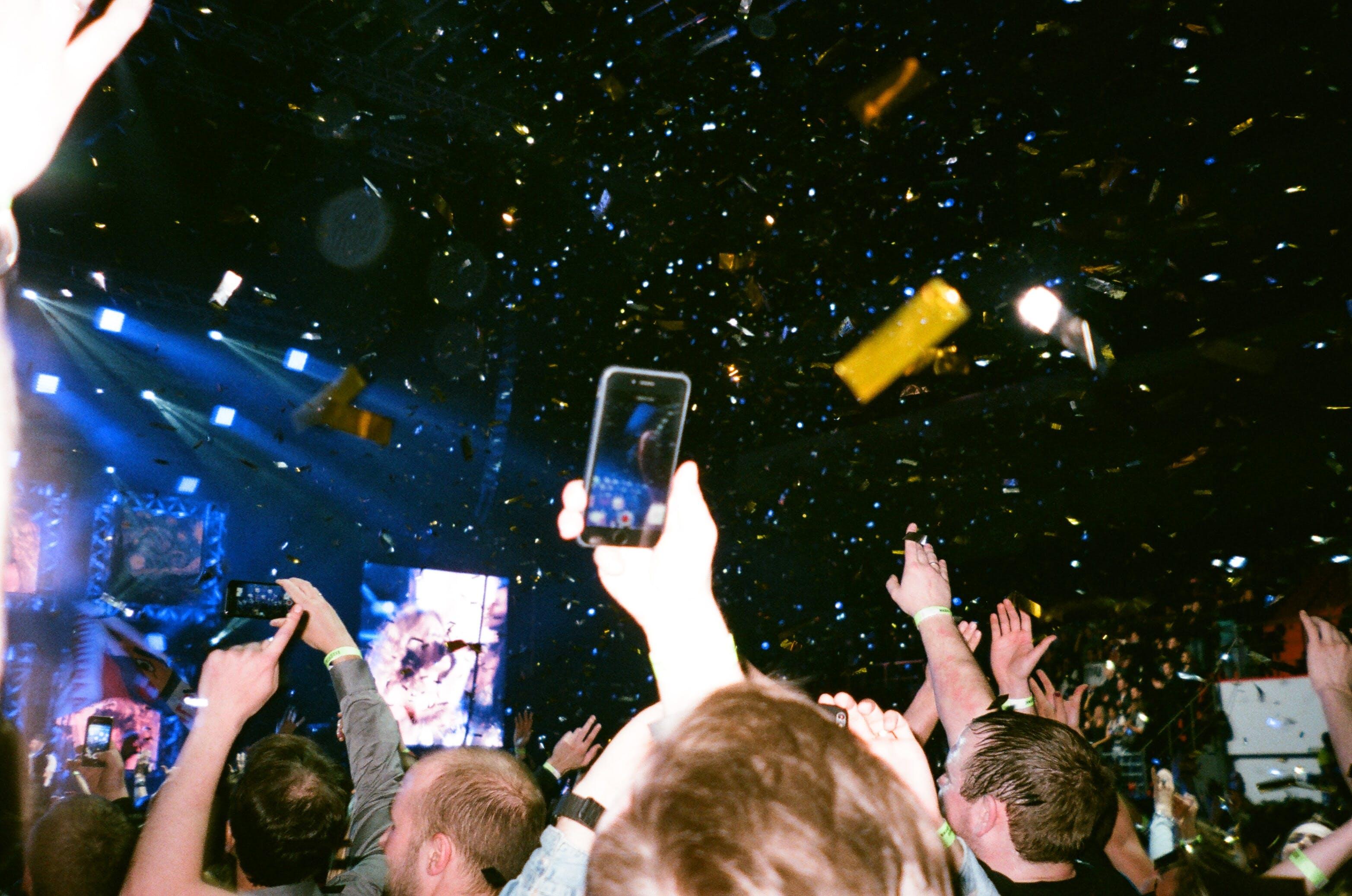 Kostenloses Stock Foto zu menschen, beleuchtung, menge, tanzen