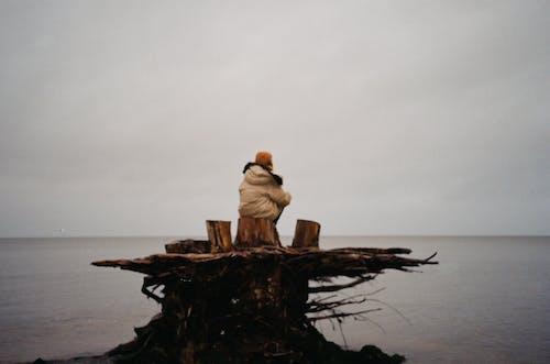 不快樂, 人, 傷心, 單獨一人 的 免费素材照片