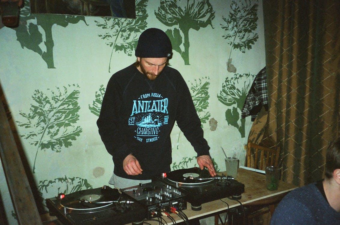 DJ mixážní pult, elektronika, hudba
