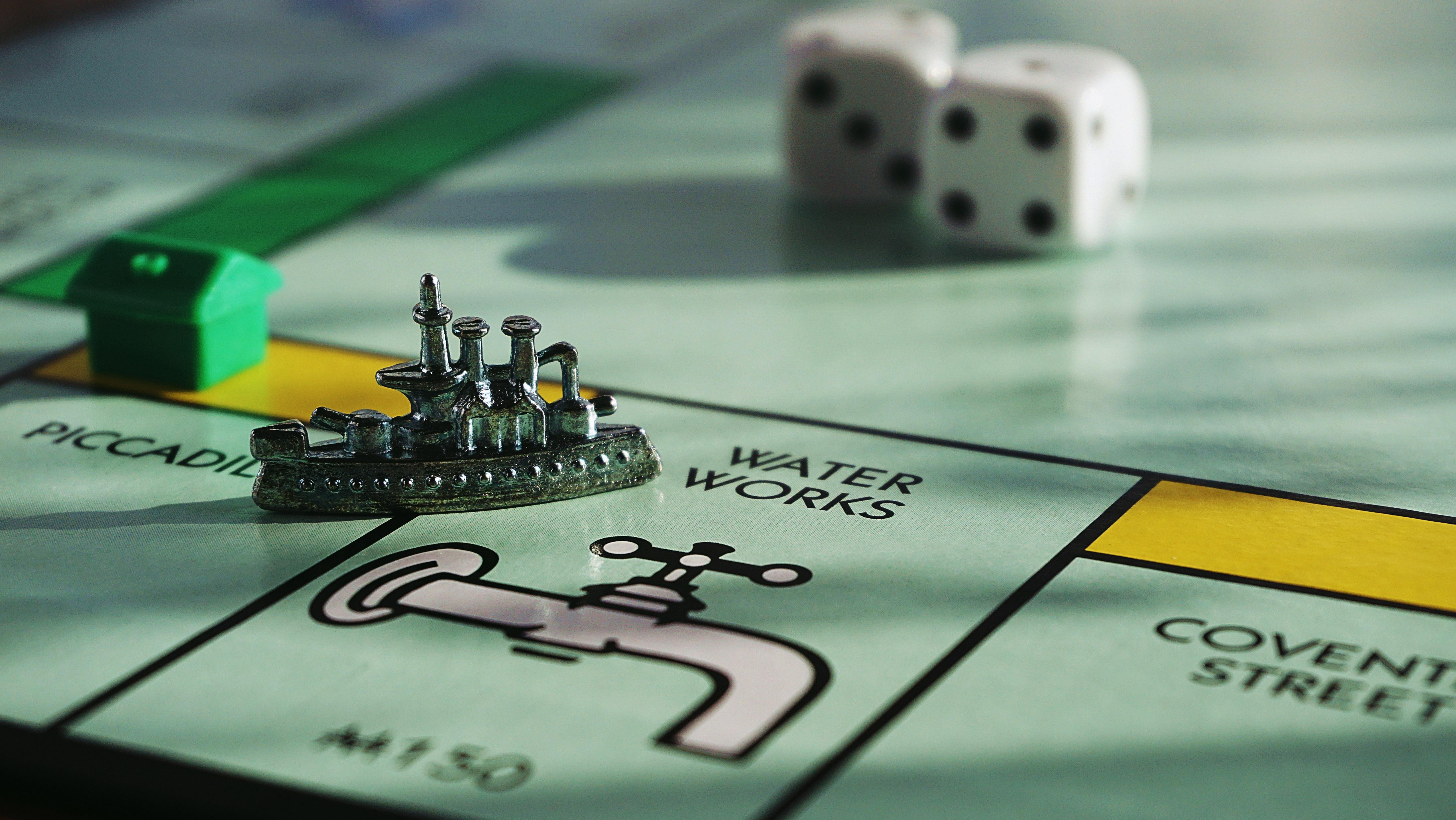 przykład najpopularniejszej z gier ekonomicznych - Monopoly