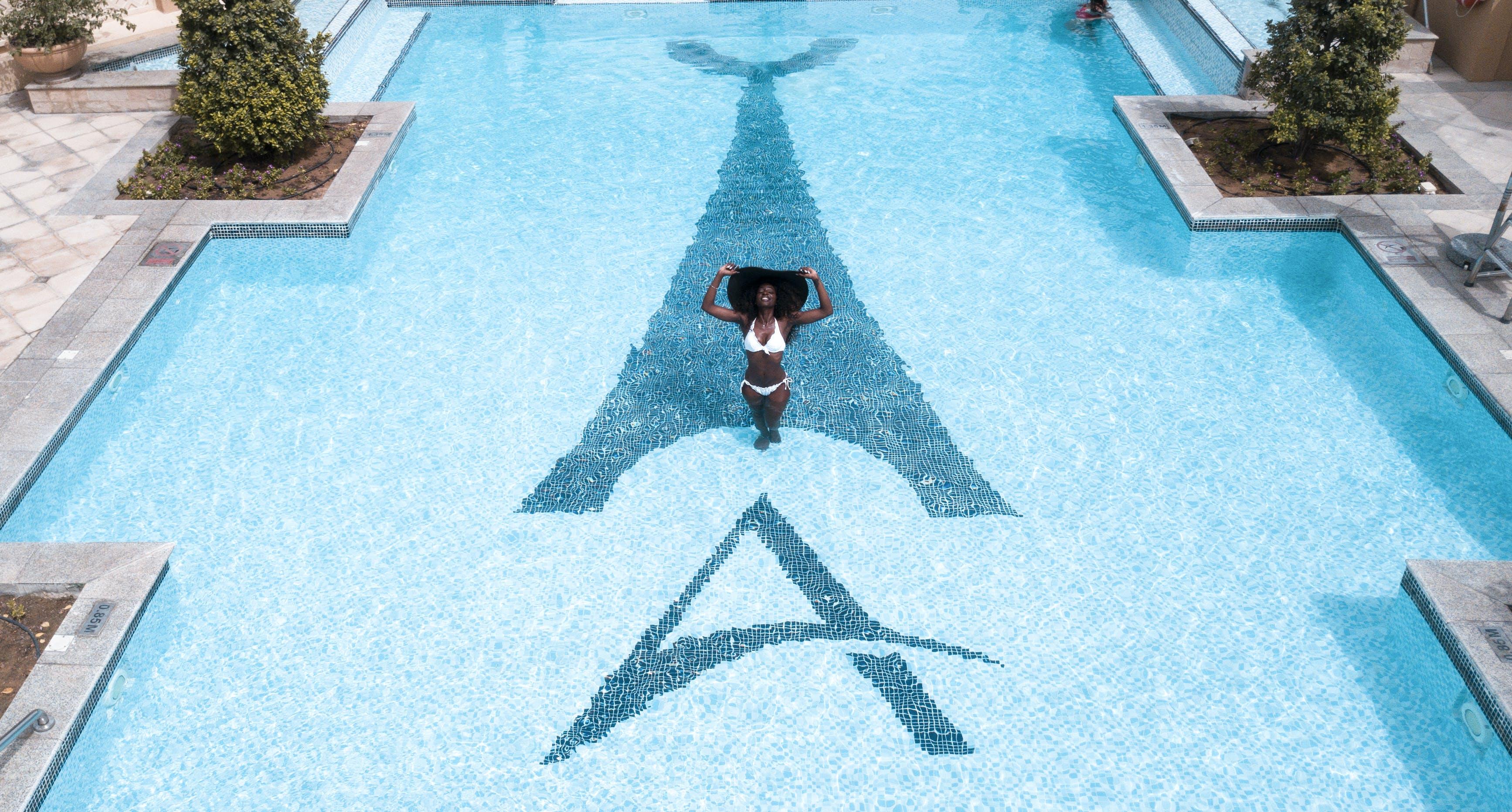 Kostenloses Stock Foto zu afroamerikaner-frau, baden, badeort, draußen