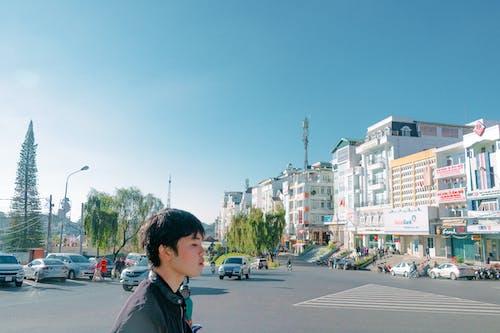 Gratis lagerfoto af arkitektur, asiatiske mennesker, biler, by