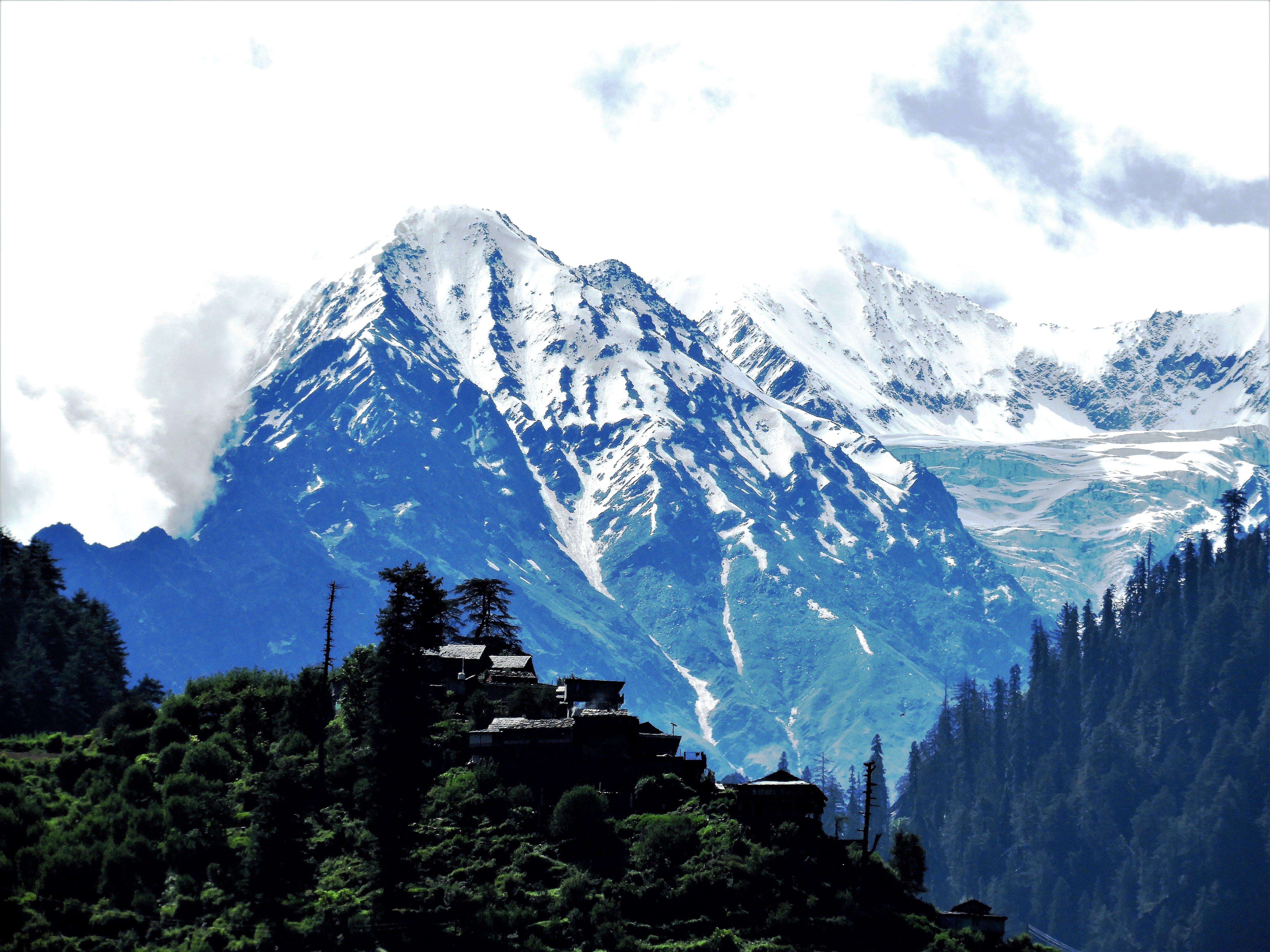 Kostenloses Stock Foto zu schneebedeckten berg