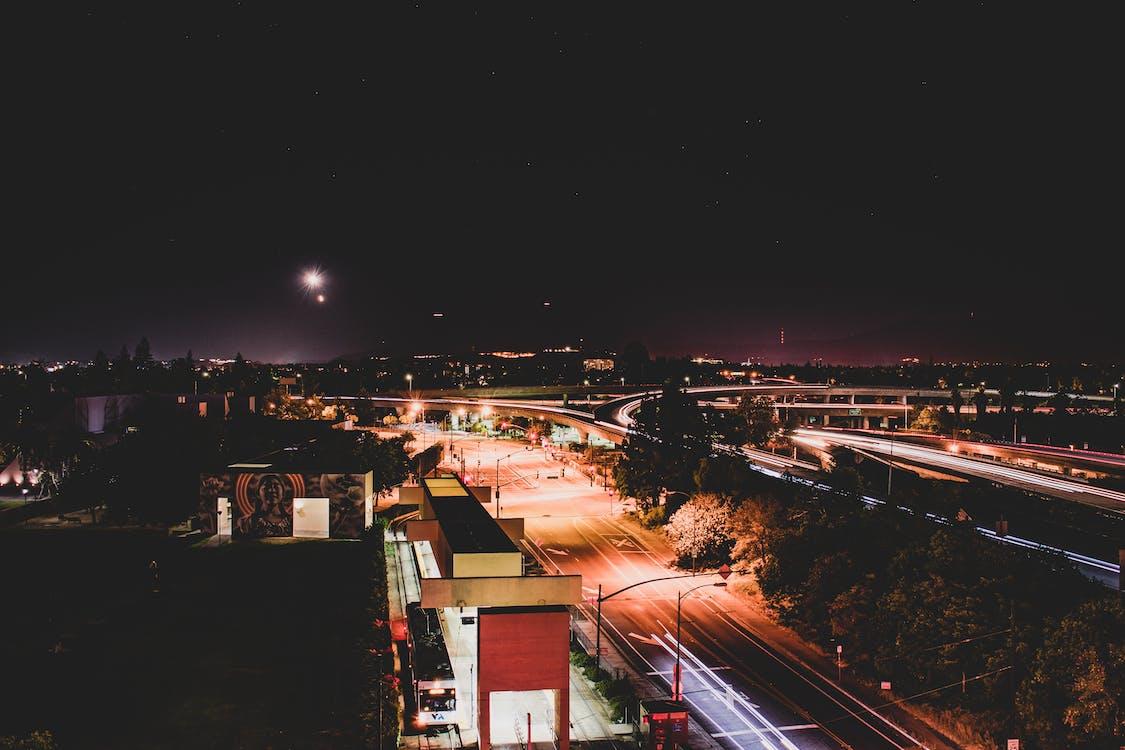 architectuur, auto's, avond