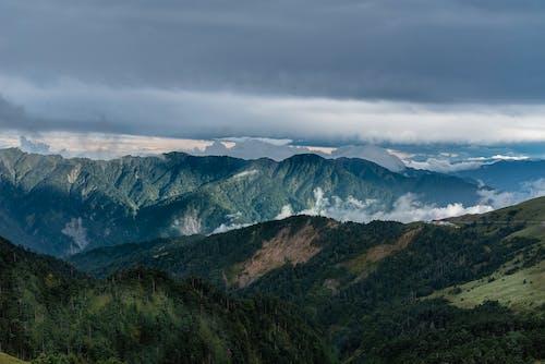 Ingyenes stockfotó felhők, festői, hegy, napfény témában
