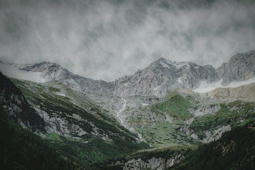 Kostenloses Stock Foto zu abenteuer, alpen, berg, gipfel