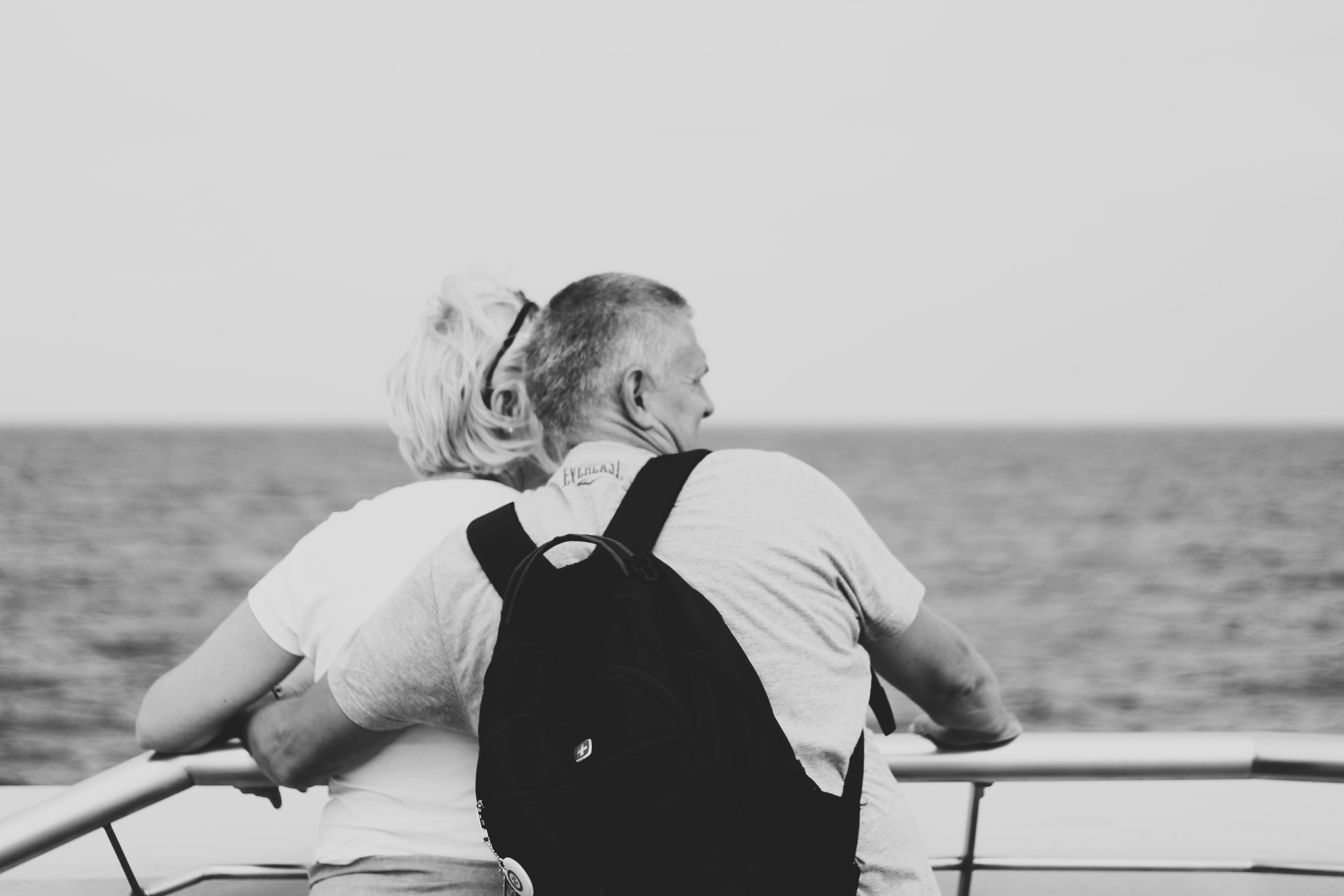 Foto d'estoc gratuïta de amor, barca, blanc i negre, dona