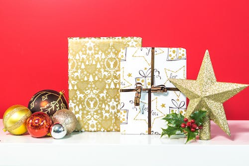 Free stock photo of cadeau, christmas, christmas present, gold