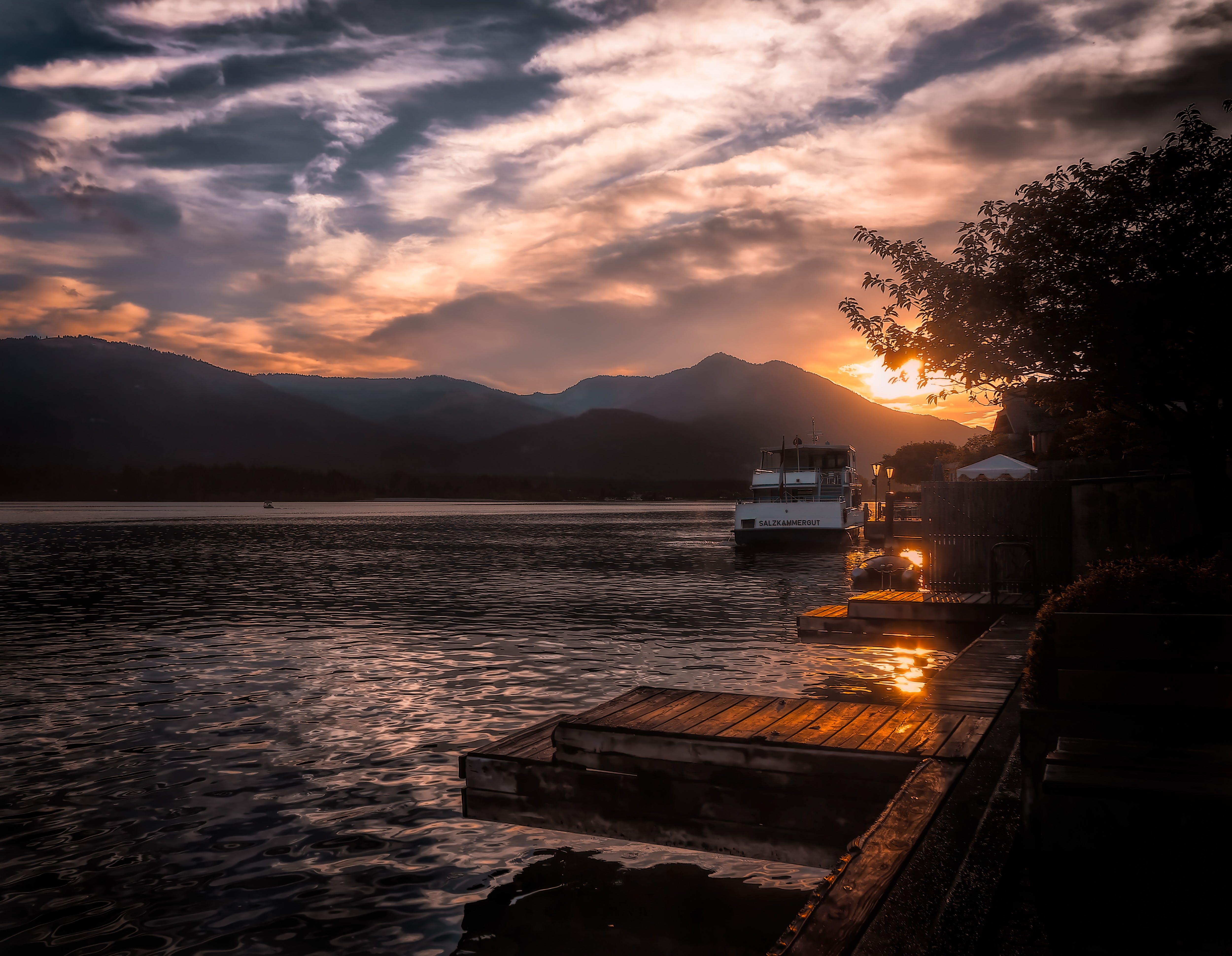 Kostnadsfri bild av båt, bergen, brygga, fartyg