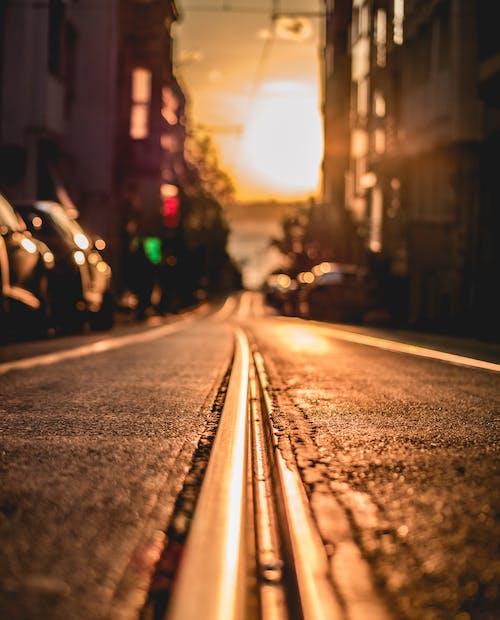 Základová fotografie zdarma na téma asfalt, dopravní systém, koleje, lehký